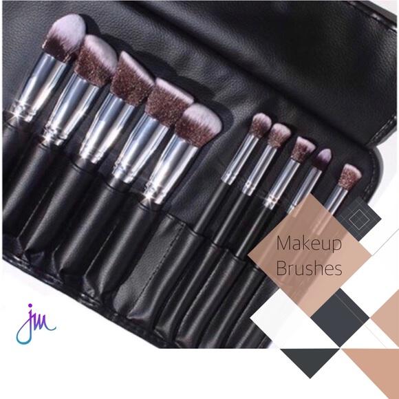 ● 10-Piece Hi-DEF Brush Set + Brush Roll ● Boutique
